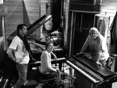 WE ARE BIRDS - Studio - Emmanuel, Tuomas, Dimitri